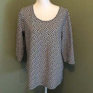 Black & white Herringbone 3/4 sleeve top.